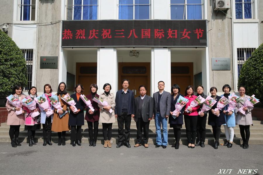 """""""三八""""妇女节校领导到莲湖校区向女教职工表示慰问"""