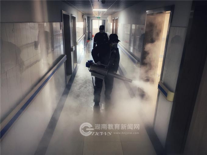 """湖南工业职院:践行雷锋精神 青年学子共同战""""疫"""""""